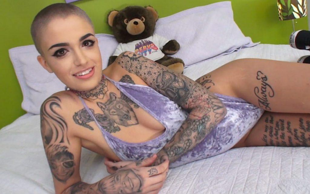 sexy tattoo girls pics